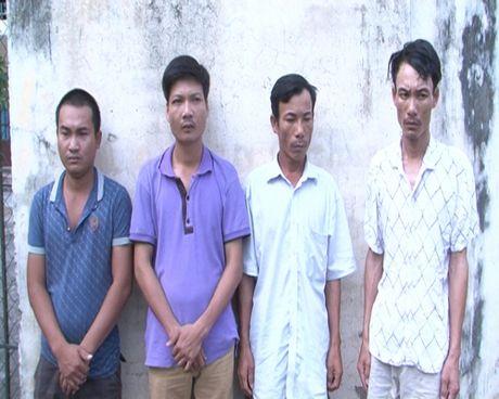 Thanh Hoa: Bat giu 4 doi tuong 'bao ke' may gat - Anh 1