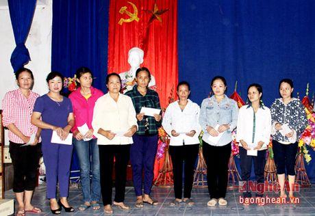 Hoi Nong dan tinh tang 560 suat qua cho ngu dan - Anh 2
