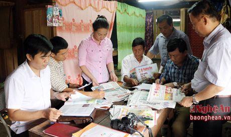 Kiem tra cong tac phat hanh va su dung bao dang tai Tuong Duong, Ky Son - Anh 1