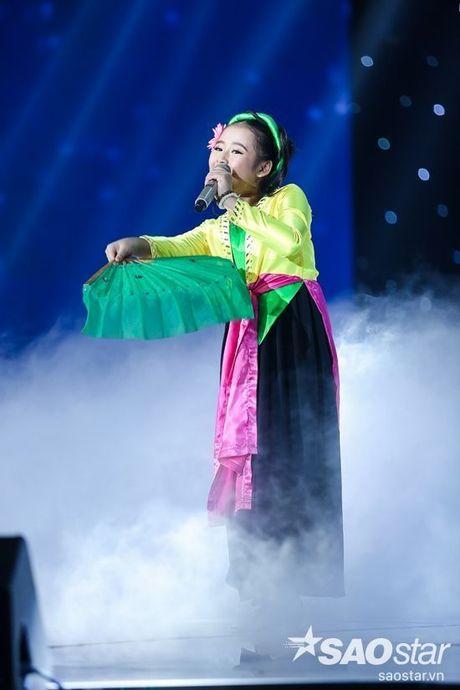 Trang phuc dien nhin la yeu cua 'chich choe' Khanh Ngoc tai Giong hat Viet nhi - Anh 4