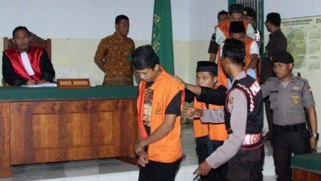 Indonesia cho phep 'thien' ke hiep dam tre em - Anh 1