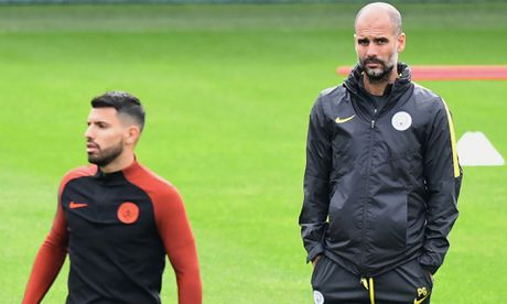 Aguero tiet lo li do HLV Pep Guardiola cam wi-fi o Man City - Anh 1