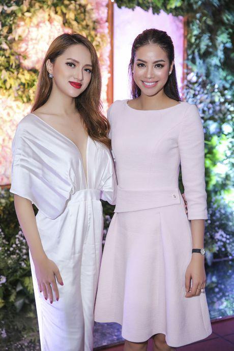 Hoa hau Pham Huong rang ro, than thiet ben Huong Giang Idol - Anh 2