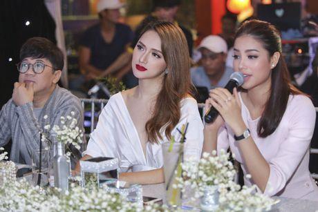 Hoa hau Pham Huong rang ro, than thiet ben Huong Giang Idol - Anh 4