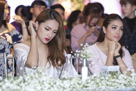 Hoa hau Pham Huong rang ro, than thiet ben Huong Giang Idol - Anh 7