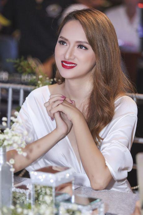 Hoa hau Pham Huong rang ro, than thiet ben Huong Giang Idol - Anh 8
