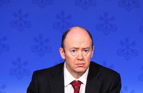 CEO Deutsche Bank no luc tran an nha dau tu - Anh 1