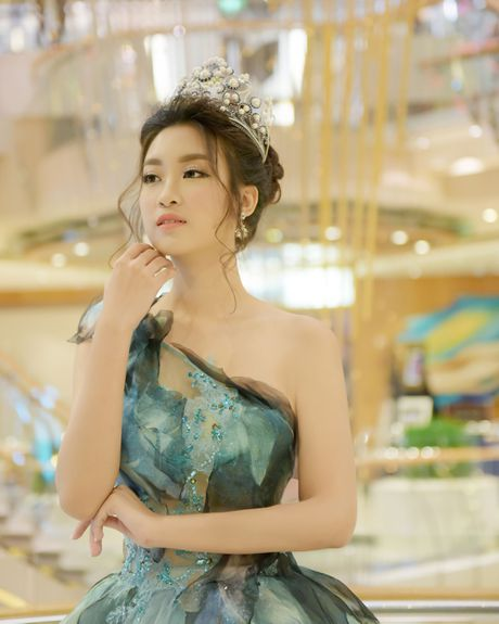Hoa hau Do My Linh lam cong chua Lo Lem - Anh 2