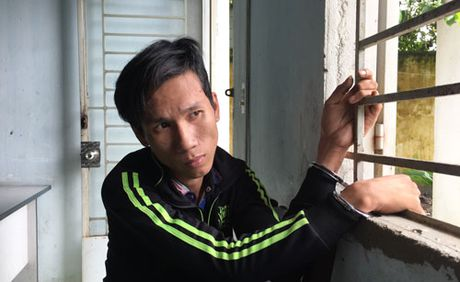 Cap vo chong cuop xe om tao ton o Sai Gon - Anh 1