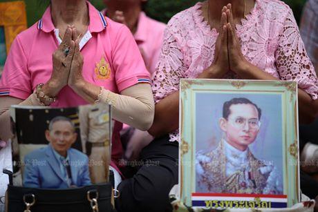 Thai Lan tran ngap mau hong, cau nguyen cho Nha Vua - Anh 3
