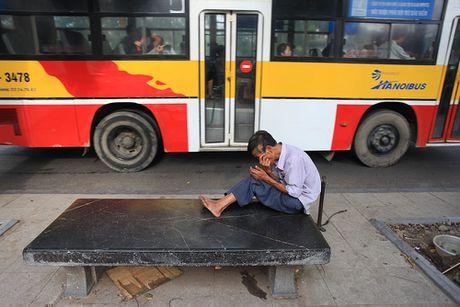 Nhung cu gia nhoc nhan muu sinh tren via he Ha Noi - Anh 15