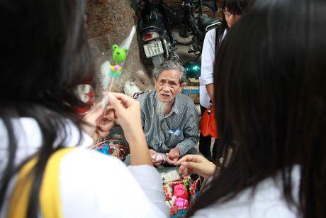 Nhung cu gia nhoc nhan muu sinh tren via he Ha Noi - Anh 16