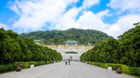 Kham pha Bao tang Cung dien o thanh pho Dai Bac - Anh 4