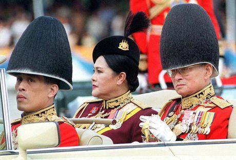 Cuoc doi Vua Thai Lan Bhumipol Adulyadej qua nhung buc anh - Anh 10