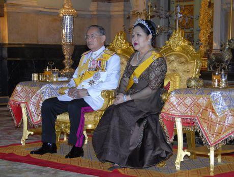 Cuoc doi Vua Thai Lan Bhumipol Adulyadej qua nhung buc anh - Anh 11