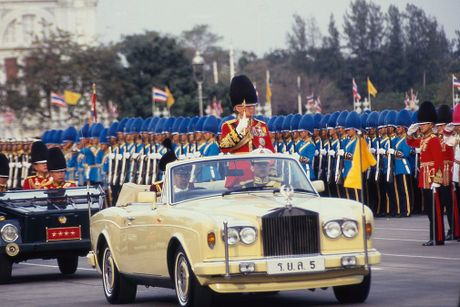Cuoc doi Vua Thai Lan Bhumipol Adulyadej qua nhung buc anh - Anh 12