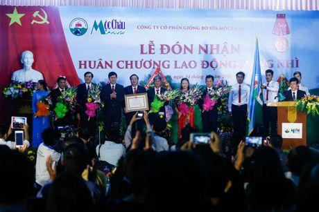 Cong ty Giong bo sua Moc Chau nhan Huan chuong Lao dong Hang nhi - Anh 1