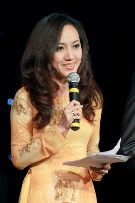 MC Hoai Anh dan chuong trinh Le trao giai Tu hao Nong dan Viet Nam - Anh 1