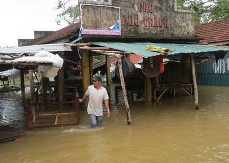 Quang Binh, Hue: Mua lu lon co lap nhieu noi, 2 nguoi mat tich - Anh 5