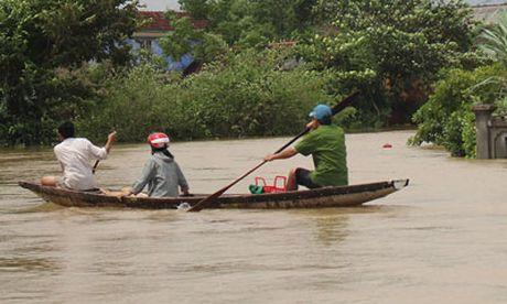 Quang Binh, Hue: Mua lu lon co lap nhieu noi, 2 nguoi mat tich - Anh 6