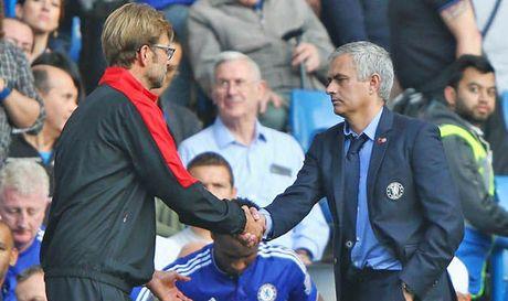 Mourinho thich doi dau Liverpool tai Anfield - Anh 1