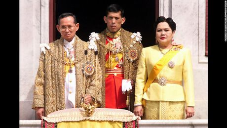 TIN NONG ngay 14/10: Quoc vuong Thai Lan bang ha - Anh 8