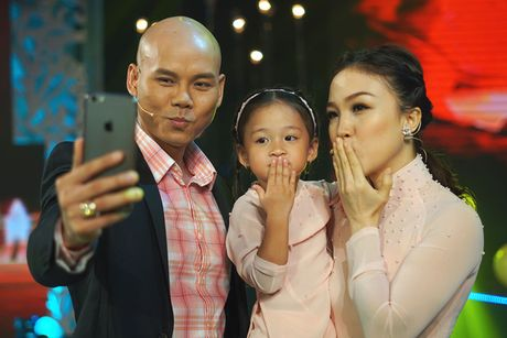 "Phan Dinh Tung ""ninh"" vo o hau truong Sai Gon dem thu 7 - Anh 1"