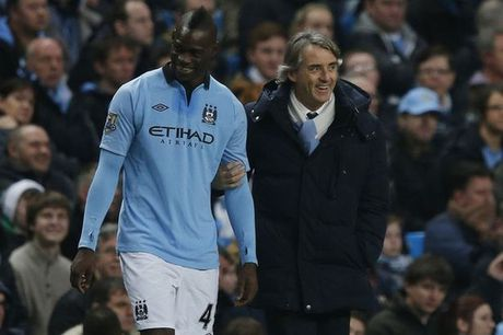 Mancini tiet lo ly do Balotelli roi Man City - Anh 1