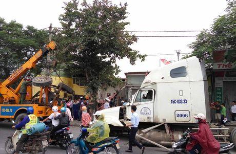 Hai Phong: Lai xe container ngu gat, dam nat 4 nha dan - Anh 1