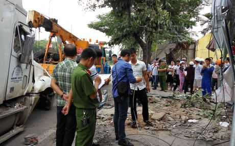 Hai Phong: Lai xe container ngu gat, dam nat 4 nha dan - Anh 2