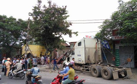 Hai Phong: Lai xe container ngu gat, dam nat 4 nha dan - Anh 7