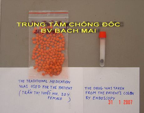 Tre nhap vien vi me tin lang bam dung thuoc nam nhiem doc chi - Anh 1