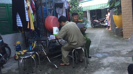 Phat hien cu ong tu vong canh con dao dinh mau - Anh 3