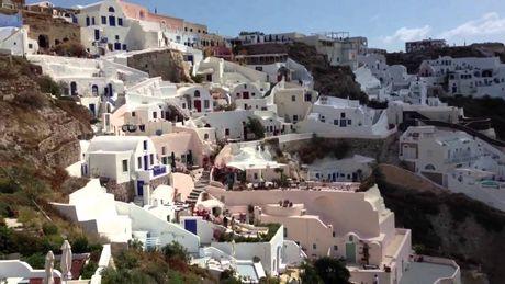 Chu du Hi Lap va kham pha nhung ngoi nha nam o Santorini - Anh 11