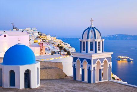 Chu du Hi Lap va kham pha nhung ngoi nha nam o Santorini - Anh 3