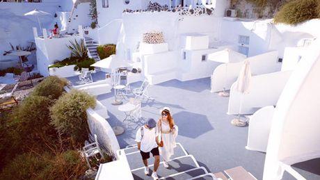 Chu du Hi Lap va kham pha nhung ngoi nha nam o Santorini - Anh 5