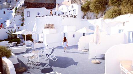 Chu du Hi Lap va kham pha nhung ngoi nha nam o Santorini - Anh 6