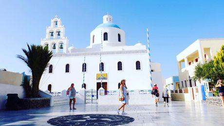 Chu du Hi Lap va kham pha nhung ngoi nha nam o Santorini - Anh 9