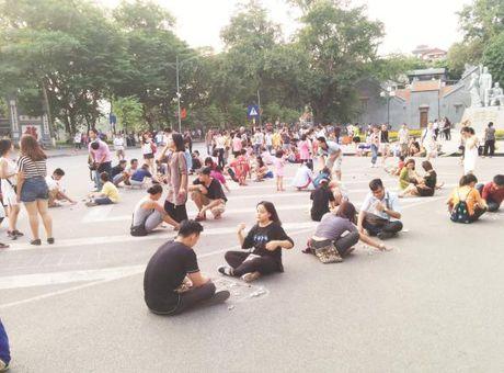 Tuyen pho di bo Ha Noi: Can chat van hoa dam da hon - Anh 1