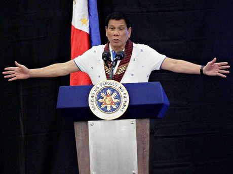 Tong thong Philippines tiep tuc chui rua EU, My truoc khi den Trung Quoc - Anh 1
