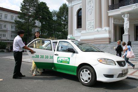 Bi 'treo xe' vi quy dinh lai xe qua 4 gio lien tuc: Cac hang taxi keu kho - Anh 1