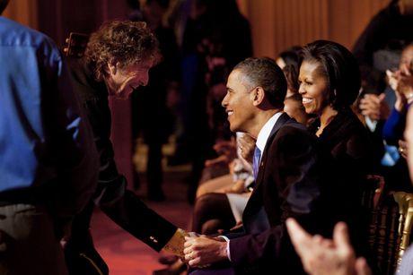 Giai Nobel Van hoc 2016: Bob Dylan hay mot 'Trinh Cong Son nuoc My' - Anh 3