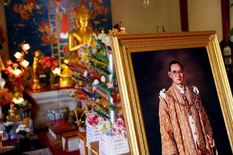 Thai Lan: Duc vua bang ha, ai la nguoi lo nhat? - Anh 1