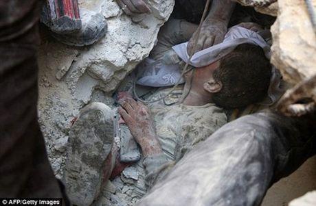 Bay tre em Syria bi trung dan chet o Aleppo - Anh 1