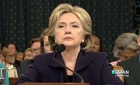 Trang Wikipedia cua ba Clinton bi tin tac chen hinh anh khieu dam - Anh 1