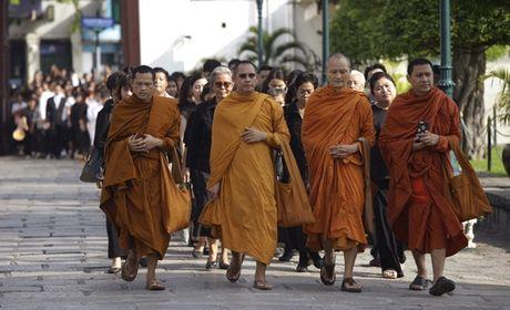 Nguoi Thai phu phuc tren via he cho don di hai Quoc vuong - Anh 10