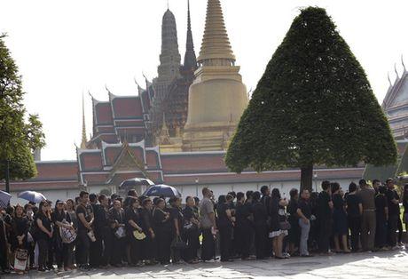 Nguoi Thai phu phuc tren via he cho don di hai Quoc vuong - Anh 11