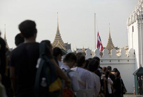 Nguoi Thai phu phuc tren via he cho don di hai Quoc vuong - Anh 5