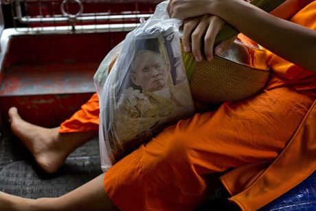 Nguoi Thai phu phuc tren via he cho don di hai Quoc vuong - Anh 6