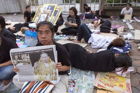 Nguoi Thai phu phuc tren via he cho don di hai Quoc vuong - Anh 8